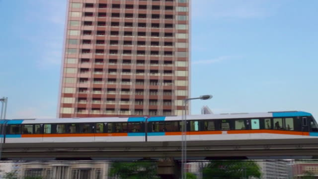 monorail passing at day - monorail stock videos & royalty-free footage