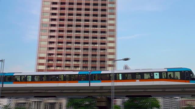 monorail passing at day - einschienenbahn stock-videos und b-roll-filmmaterial