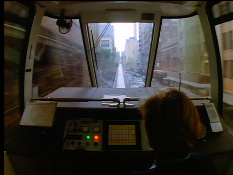 vidéos et rushes de monorail point of view time lapse moving above streets through city / monorail driver in foreground / sydney, australia - monorail