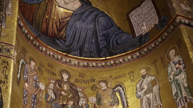 vidéos et rushes de monreale cathedral, interior, the dome and ceiling with the mosaic of christ as pantocrator , palermo, sicily. - cathédrale
