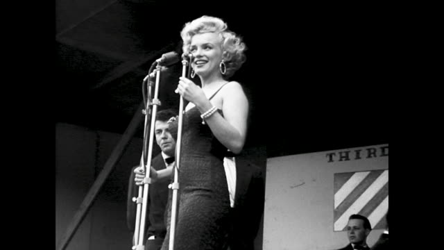 monroe dances and sings for the gis sings with a quartet of men accompanying her - 1954 bildbanksvideor och videomaterial från bakom kulisserna