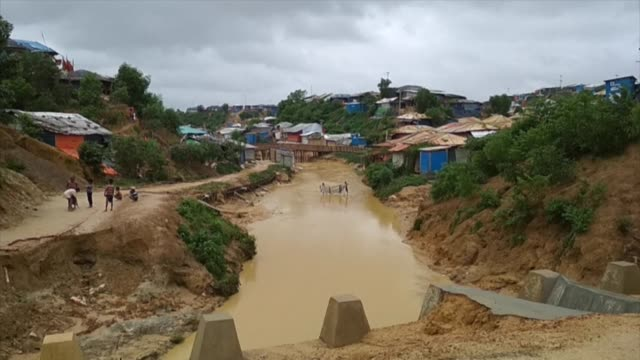 monsoontriggered landslides in rohingya refugee camps in bangladesh kill one person and leave more than 4500 without shelter - cox basar stock-videos und b-roll-filmmaterial