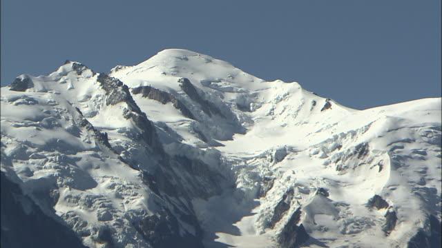 mont blanc massif - zoom stock-videos und b-roll-filmmaterial