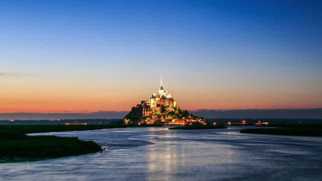 vidéos et rushes de mont saint michel en france - forteresse