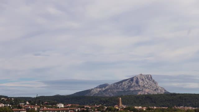 vidéos et rushes de mont sainte victoire timelapse - frolow