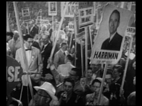 vidéos et rushes de montage campaign signs for tn senator estes kefauver / montage democratic national convention delegates with signs for ny governor averell harriman /... - adlai stevenson