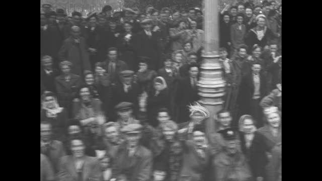 montage carriage bearing george vi and his family moves through hyde park with crowds lining route on day of victory parade celebrating end of world... - nelson's column stock videos and b-roll footage