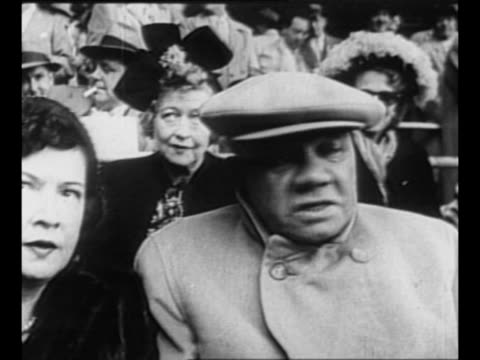 montage ext yankee stadium in new york city / babe ruth and his second wife, claire merritt hodgson ruth, in box seats at the world series in 1947 /... - ニューヨーク・ヤンキース点の映像素材/bロール