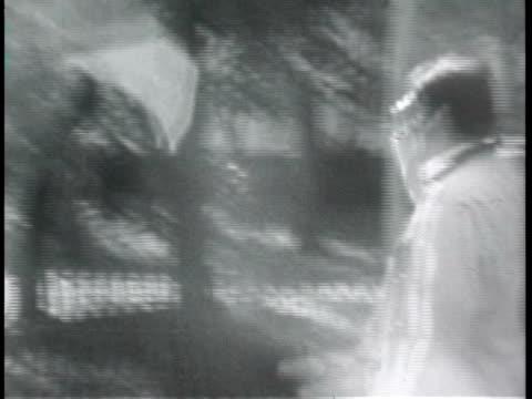 / montage, kim walker and two friends walking around new york city and through central park where they stop to watch people rollerblading. - häst och vagn bildbanksvideor och videomaterial från bakom kulisserna