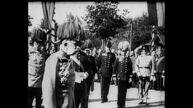 montage king george v rides on horseback with military officers / soldiers march toward camera / franz josef i of austria / kaiser wilhelm ii with... - erster weltkrieg stock-videos und b-roll-filmmaterial