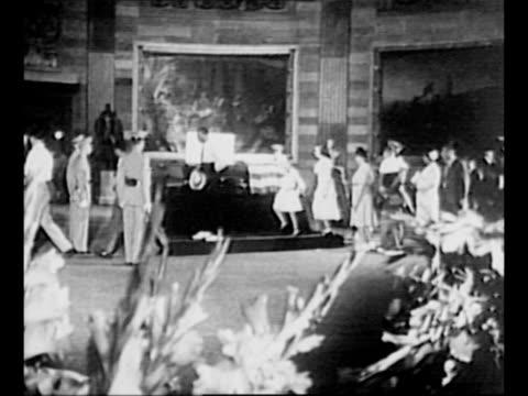 stockvideo's en b-roll-footage met montage line of people passes us general john j pershing's coffin as it lies in state in the us capitol rotunda / ws pallbearers carry coffin down... - opgebaard liggen