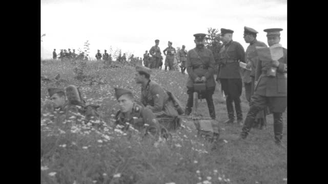 vídeos de stock, filmes e b-roll de montage line of soldiers wearing gas masks shoots rifles from prone position / military observers from other nations stand on hill watch drills /... - benito mussolini