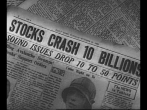 vídeos de stock, filmes e b-roll de montage money swirls in air / cu tall stacks of coins waver / newspaper headline about stock crash / montage flappers dance the charleston / night... - primeira página de jornal