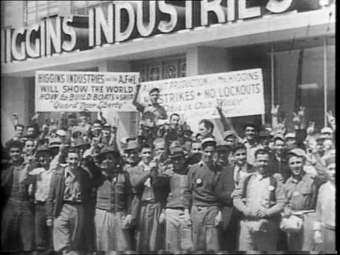 vidéos et rushes de montage of a group of torpedo boats at sea / wide shot of factory workers building a pt boat / factory workers constructing the hull of a pt boat /... - la nouvelle orléans