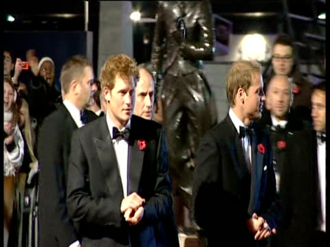 montage of celebrities at quantum of solace royal premiere including prince william prince harry dame judi dench daniel craig satsuki mitchell and... - ジュディ・デンチ点の映像素材/bロール