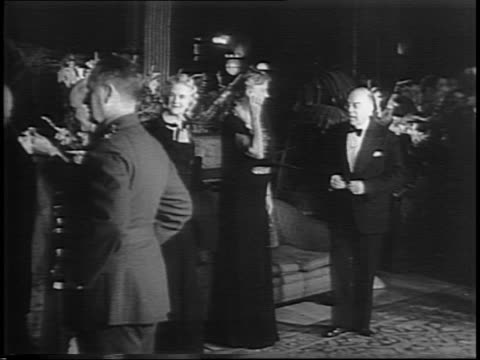 vídeos y material grabado en eventos de stock de montage of eleanor roosevelt and clementine churchill arriving at chateau frontenac greeting the fellow attendees in reception line - hotel chateau frontenac