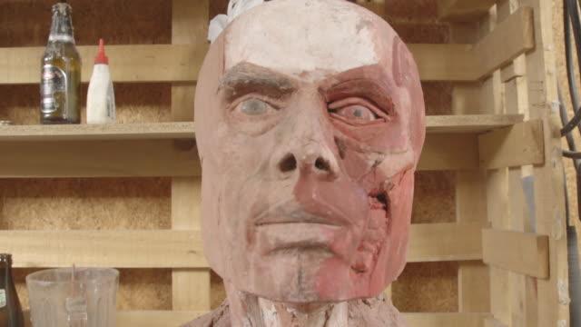 vídeos y material grabado en eventos de stock de montage of human sculptures in studio, close-ups - papier