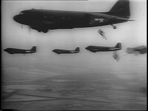 montage of paratroopers falling from planes / animation of troop movement on map of france germany belgium netherlands / montage of troops general... - fallschirmjäger stock-videos und b-roll-filmmaterial