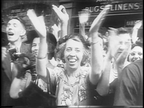 montage of tickertape parade honoring general jonathan wainwright proceeds up fifth avenue crowd shots woman taking photo sailor saluting wainwright... - respekt stock-videos und b-roll-filmmaterial