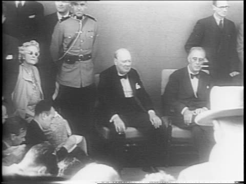 vídeos de stock e filmes b-roll de montage of winston churchill frances churchill fdr and mackenzie king sitting in chairs addressing the press during atlantic charter signing... - 1944