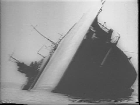 montage of wrecked and dilapidated ships in kure harbor / a sign with roman and japanese lettering can be seen though the print is too small to be... - 1940~1949年点の映像素材/bロール