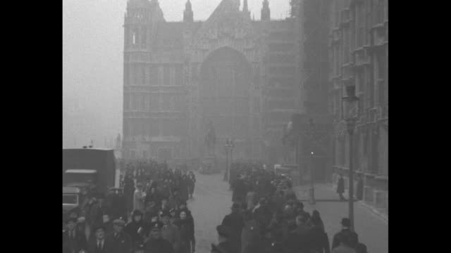 stockvideo's en b-roll-footage met montage people in long line place briefcases and bags on ground as they enter london's palace of westminster to view the coffin of king george v... - opgebaard liggen