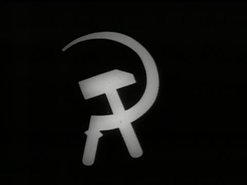 vídeos de stock e filmes b-roll de montage - question mark, hammer and sickle, portrait of karl marx, cover of the the communist manifesto. - anticomunismo