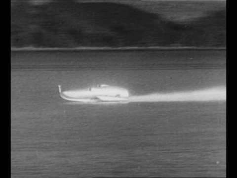 vídeos de stock, filmes e b-roll de montage speedster john rhodes cobb's jetpropelled hydroplane crusader at dock he climbs into it / crusader approaches slowly in water / montage... - loch