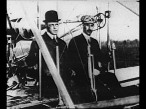 vídeos de stock, filmes e b-roll de montage still orville and wilbur wright seated in one of their wright flyer airplanes / wright brothers fly their airplane / from greatest headlines... - orville wright
