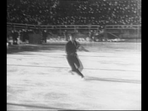 vidéos et rushes de montage us figure skater dick button performs at winter olympics in st moritz / cu button smiles / canadian figure skater barbara ann scott glides... - juge