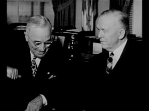 montage us supreme court chief justice fred m. vinson swears in george marshall as us secretary of state in 1947 / montage marshall and us president... - ハリー トルーマン点の映像素材/bロール