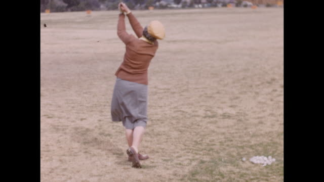 montage. various women shooting golf balls in slow motion on a golf coarse in palm springs - kampf der geschlechter konzept stock-videos und b-roll-filmmaterial
