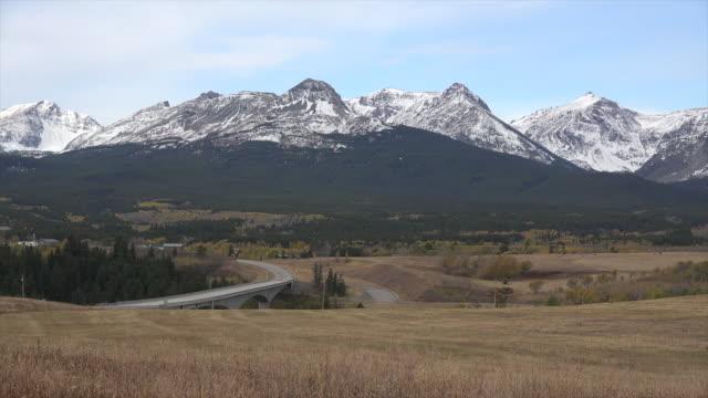 stockvideo's en b-roll-footage met montana rockies in the distance.mov - great plains