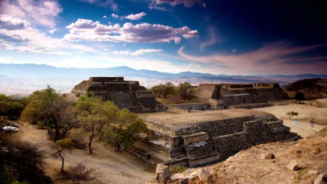vídeos de stock e filmes b-roll de time lapse: monte albán, méxico - ruína antiga