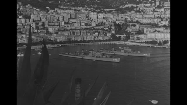 WS Monte Carlo and harbor with ships in foreground / MS shoreline with Casino de MonteCarlo at center