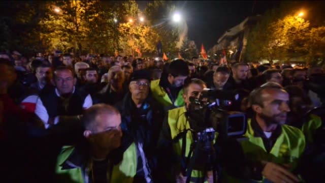 montenegrin police use tear gas to disperse the protesters as thousands of opposition supporters take part a protest rally calling for the prime... - 参加者点の映像素材/bロール