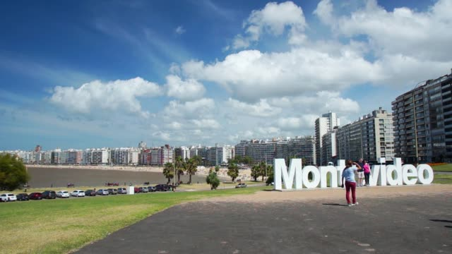 montevideo monument, kibon, pocitos beach, montevideo, uruguay, 2015 - uruguay stock-videos und b-roll-filmmaterial