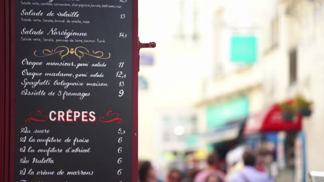 vídeos de stock, filmes e b-roll de montmartre cafe menu board - french culture