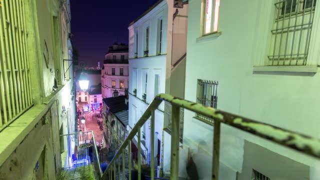 vidéos et rushes de escalier de montmartre nuit - time lapse - escalier