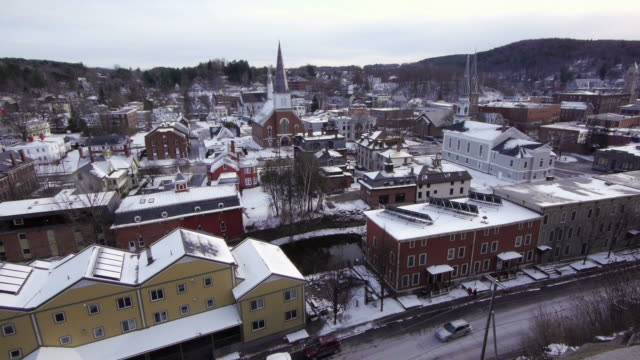montpelier historic district, main street, winooski river, city hall, churches, rooftop view, snow, montpelier, usa - vermont stock-videos und b-roll-filmmaterial