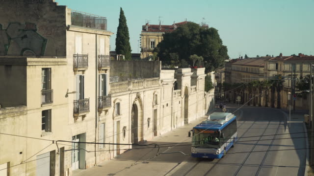 vidéos et rushes de montpellier iconic image with blue tramway - tramway