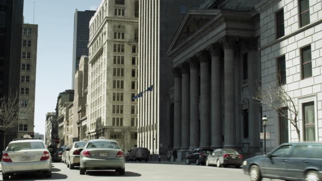 ws montreal city street in front of palais de justice de montréal / montreal, quebec, canada - ケベックの旗点の映像素材/bロール