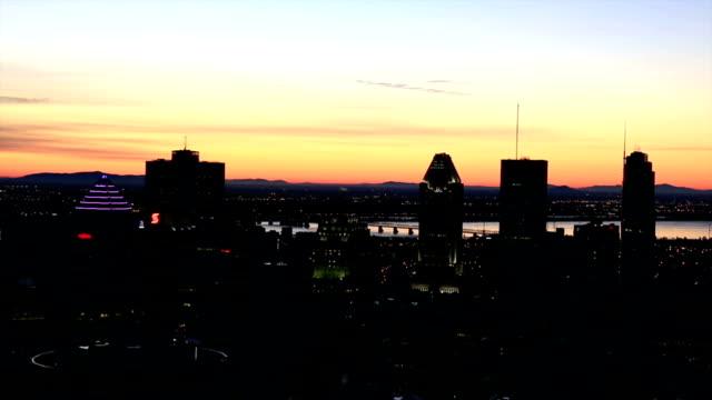 Montreal paesaggio urbano dal Mont Royal belvedere all'alba
