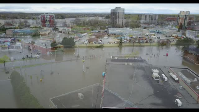 vídeos de stock e filmes b-roll de montreal declared a 48-hour state of emergency on sunday, may as rising floodwater threaten communities across quebec.... - prt