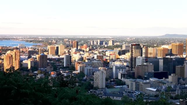 モントリオールのダウンタウン夏の夕日空中写真は北を見て - montréal点の映像素材/bロール