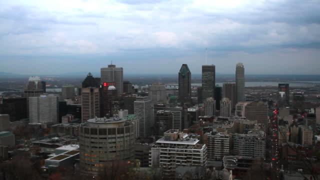 vidéos et rushes de le temps qui passe dans le centre-ville de montréal - montréal