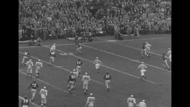 Montreal kickoff to Edmonton / VS Grey Cup championship game / Edmonton's Rollie Miles throws a pass to Earl Lindley who makes a touchdown /...