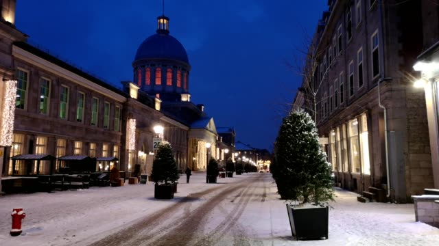 montreal's bonsecours market street scene on a december winter night - montréal stock videos & royalty-free footage