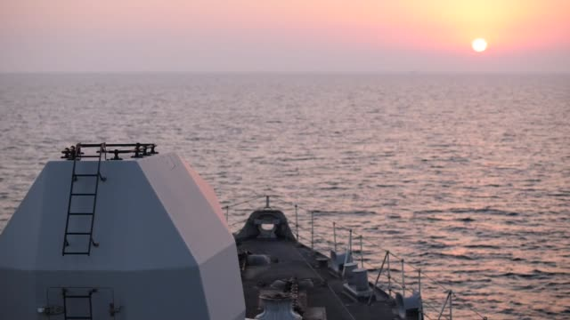 vidéos et rushes de hms montrose on patrol in the straits of hormuz straits various of crew members exercising / tanker seen nearby / various views of ship as the sun... - à bord