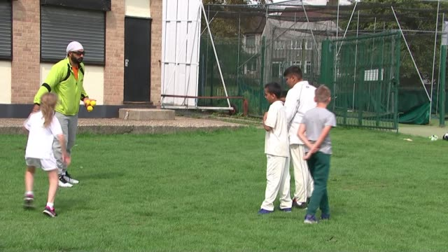 monty panesar considers return to the top after successful season at hornchurch; uk, essex, hornchurch: monty panesar leading boys in cricket... - top of the pops stock videos & royalty-free footage